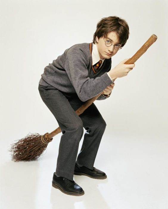 harry potter arriba de su escoba