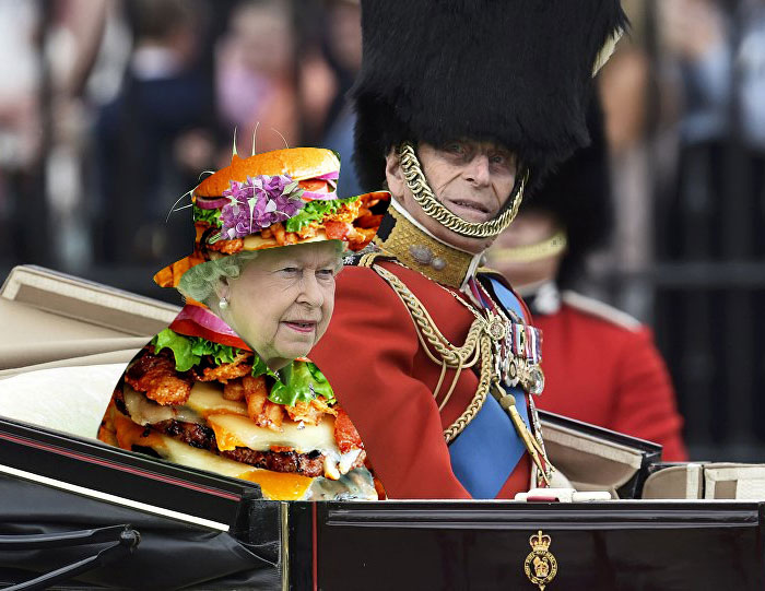 Batalla Photoshop: Reina Isabel II vestida como burger queen