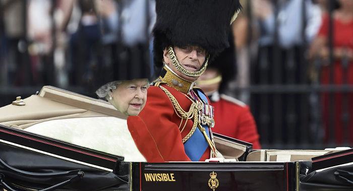 Batalla Photoshop: Reina Isabel II invisible
