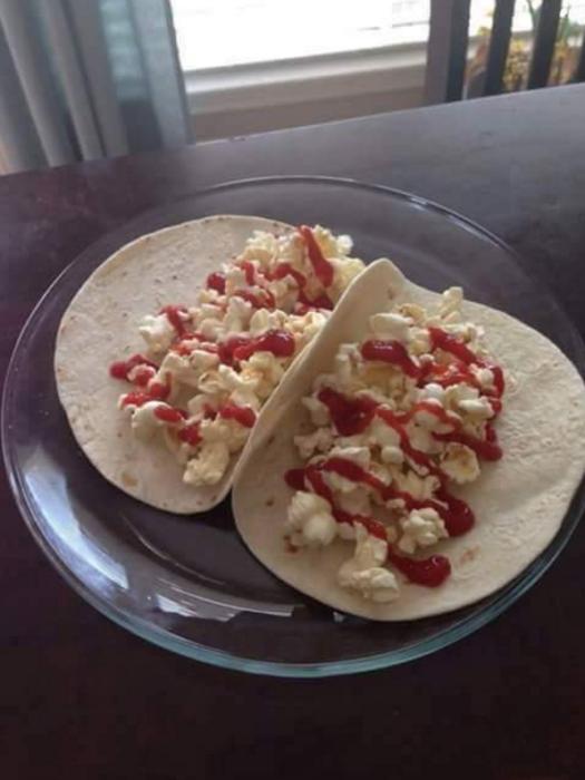 Situaciones estudihambre. Tacos de palomitas con salsa catsup
