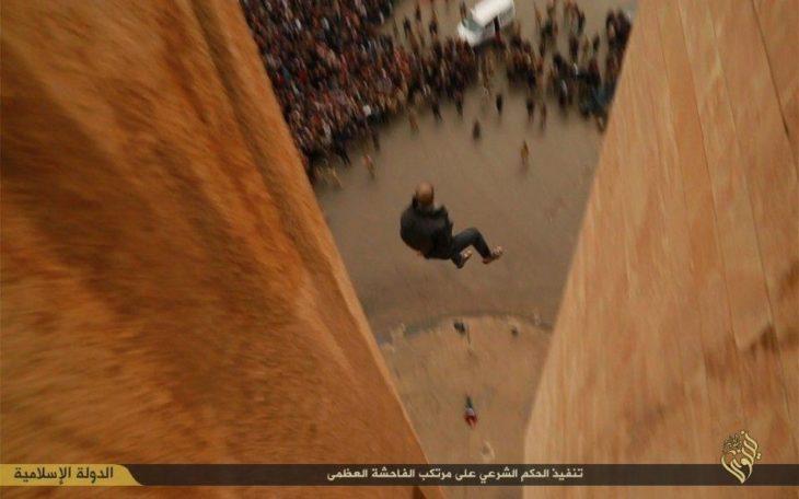 Hombre tirado desde edificio