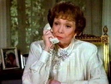 actitud de señora al teléfono