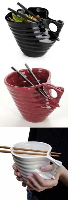 Plato tipo taza para la comida china, incluyen palillos chinos