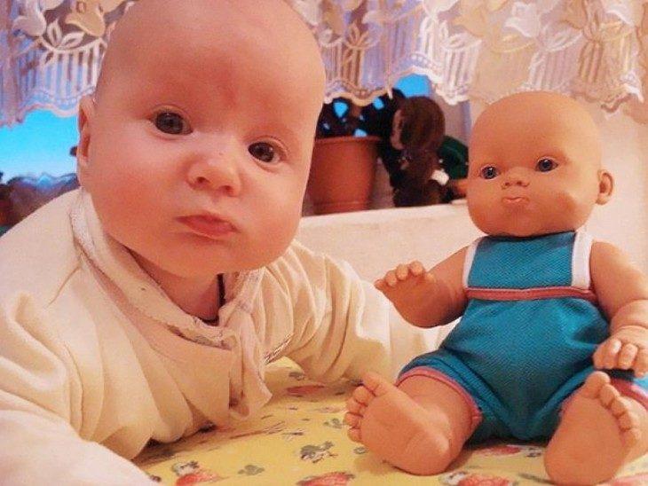Bebé que parece muñeco