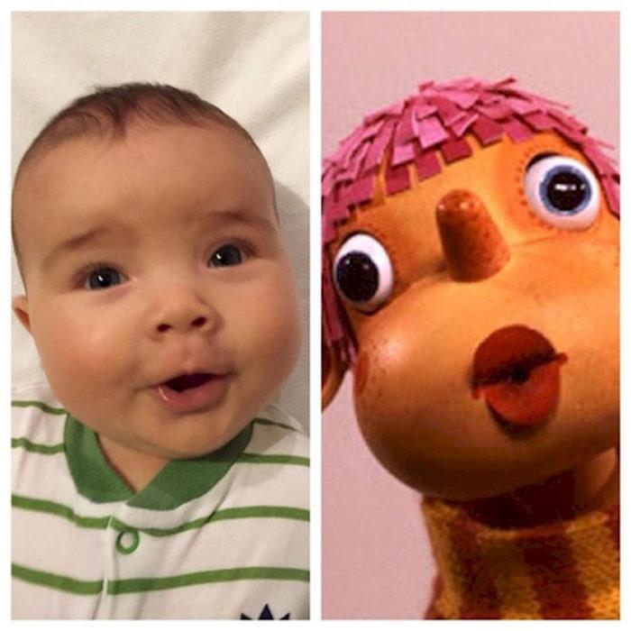 Bebé que se parece a muñeco de madera