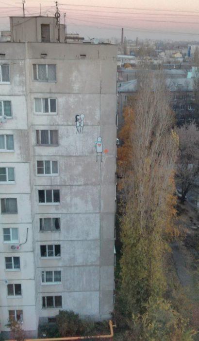 Fotos sin explicación. Unos dibujos en el piso 8vo y 9no de un edificio de 10 pisos