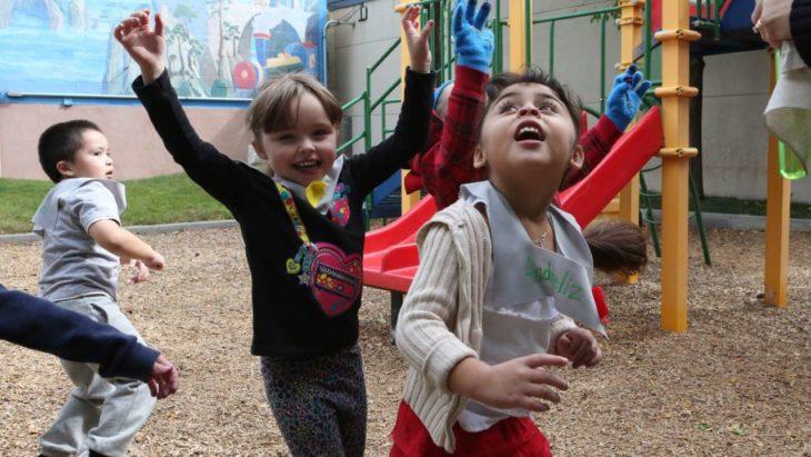 niñas jugando festejando
