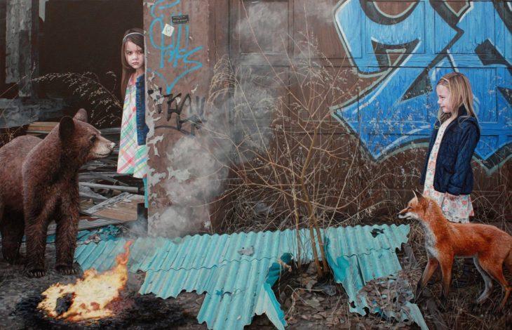 pintura hiperrealista dos niñas en la ciudad con animales