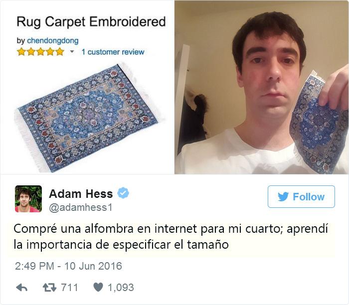 Un hombre con una alfombra del tamaño de su mano
