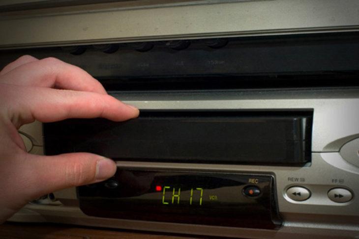 Cosas que antes hacías. Poner la cinta de VHC en la videocasetera y programarla para grabar