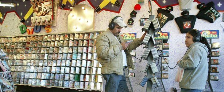 Cosas que antes hacías. Escuchar discos en la tienda de discos