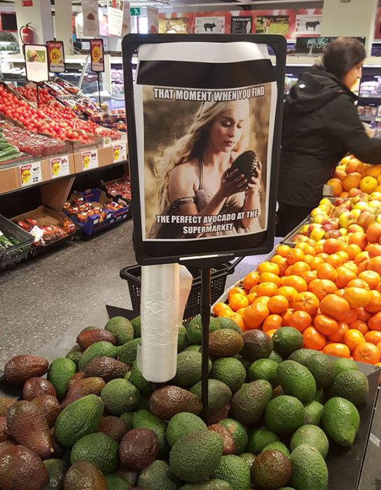 Meme de GOT para verder aguacates en supermercado
