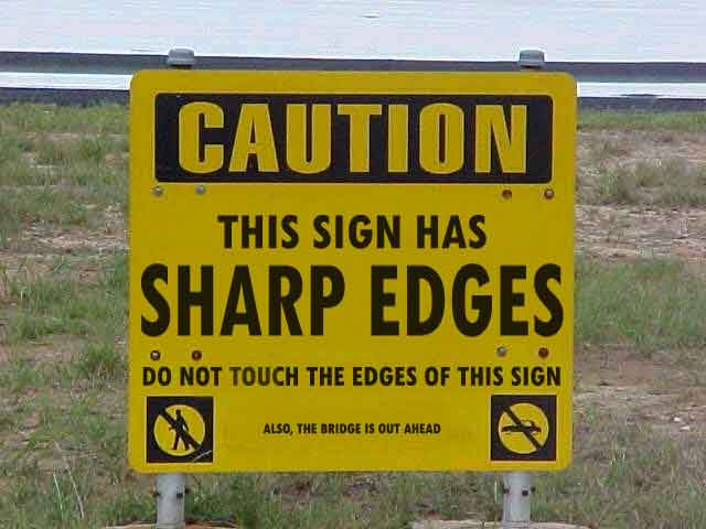 Letrero que advierte que los bodes del letrero son filosos