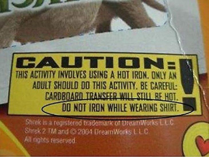Advertencia de no planchar una playera mientras la estás usando
