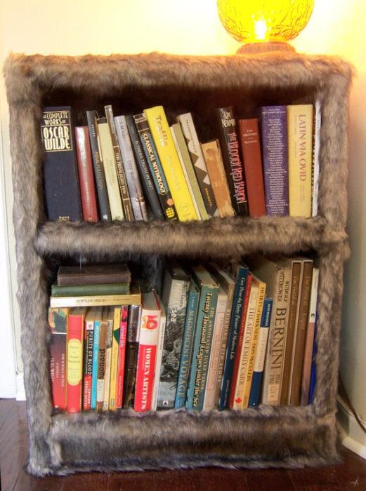 Librero forrado con peluche