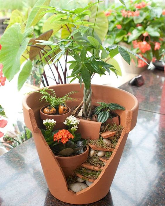 Jardines miniatura hechos de macetas rotas vas a querer uno for Decoracion jardin macetas