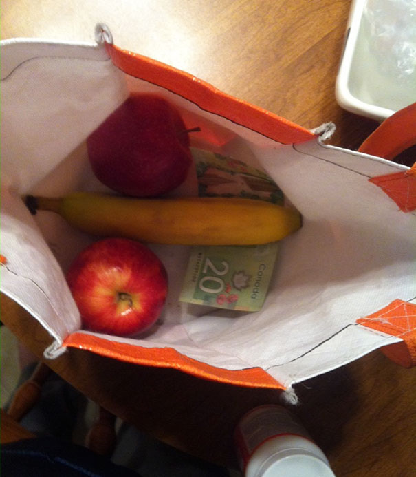 frutas en una bolsa de súper mercado