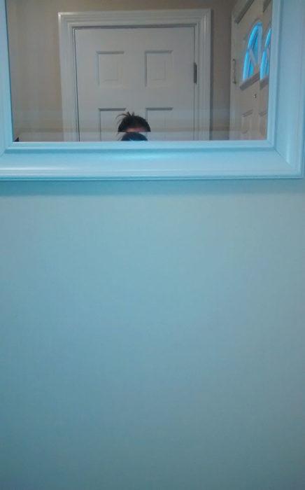 espejo alto en la pared