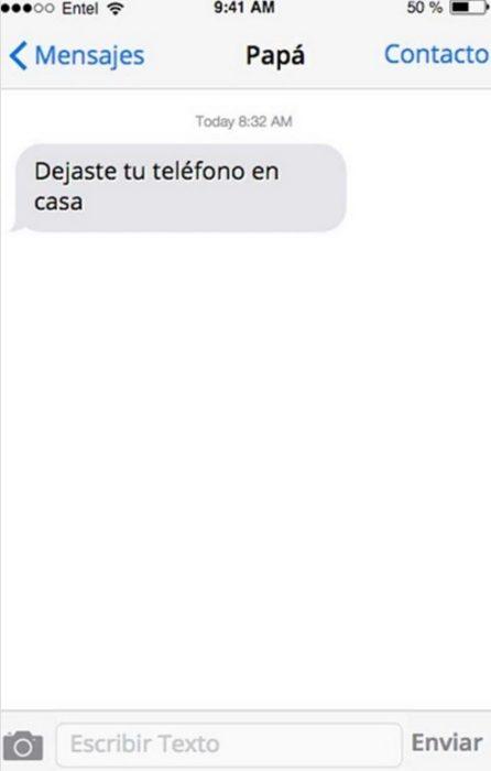 Mensaje entre padres e hijos: Papá enviándole un mensaje a su hijo diciéndole que dejó su teléfono en casa