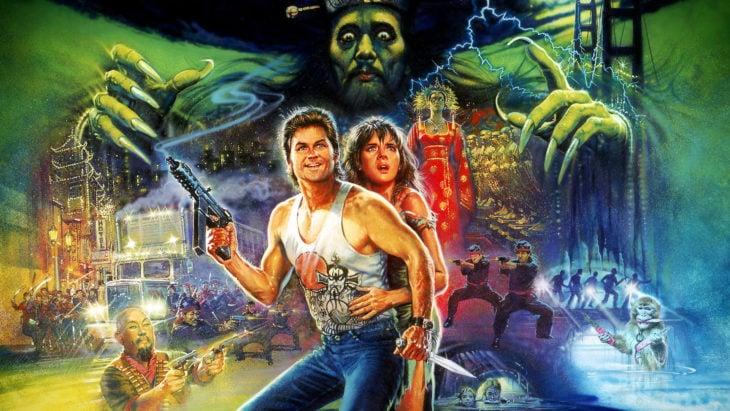 mono sosteniendo dagas en cartel de película