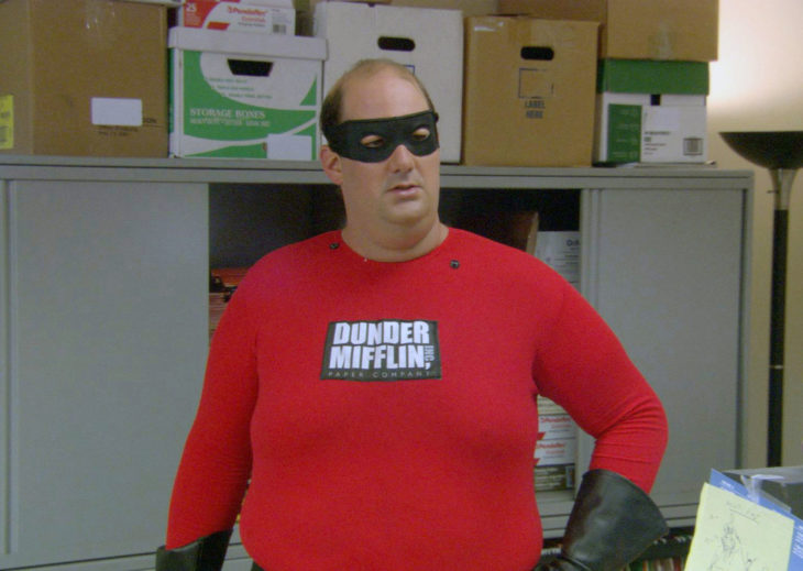 the office hombre disfrazado de superheroe