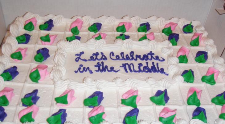 Pastel que dice vamos a celebrar en el centro