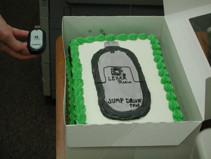 Pastel desastroso. pastel con una imagen de una memoria
