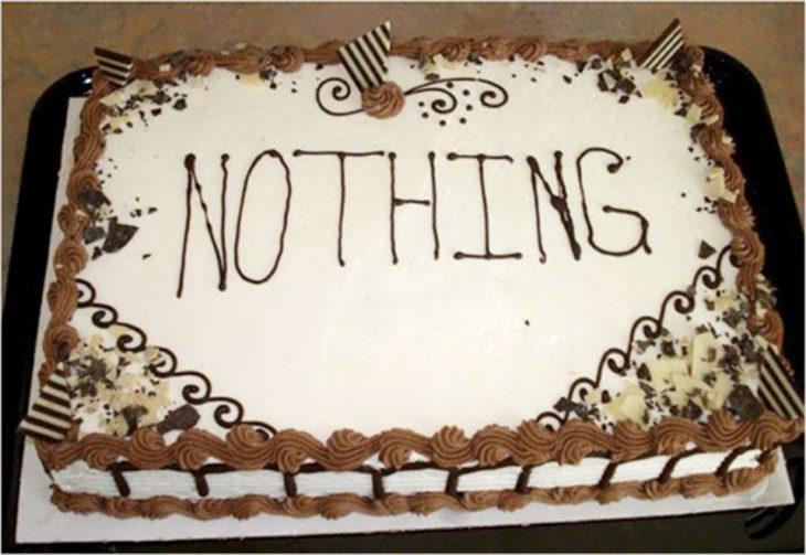 Pastel desastroso. pastel con la palabra nada