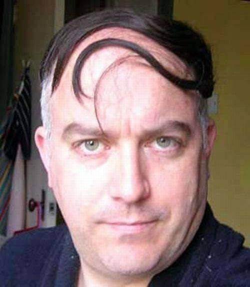 hombre calvo peinado hacia un lado 3