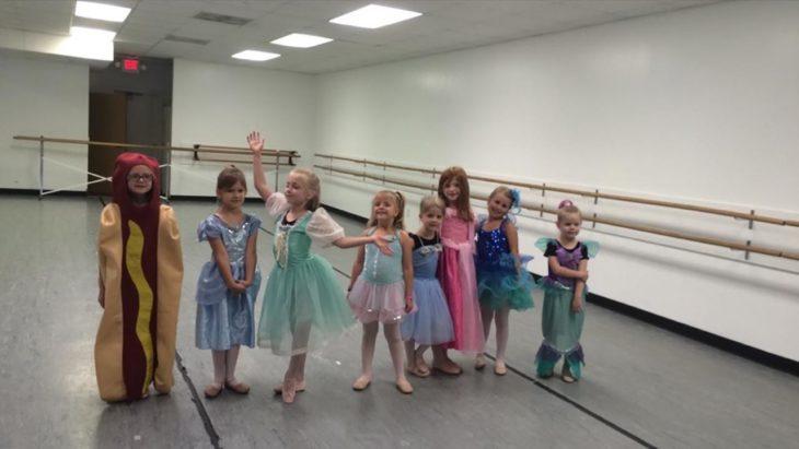 Niña de Carolina del Norte fue a la semana de las princesas vestida de hot dog