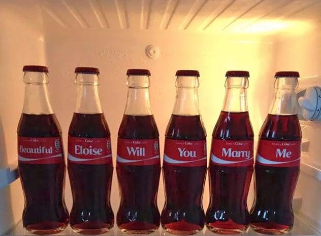 Propuesta, con envases de coca cola