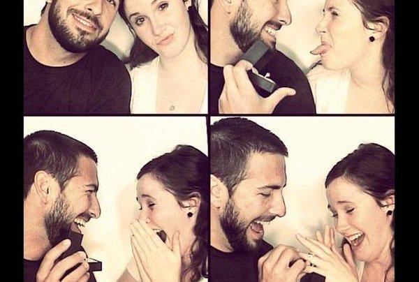 Propuesta: en una cabina de fotos el chico saca el anillo y la chica se ve sorprendida
