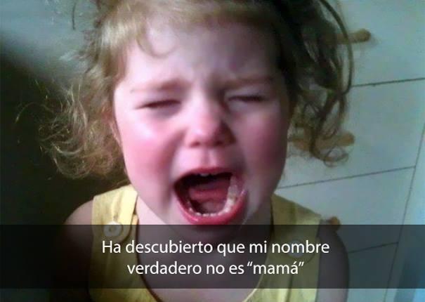 niña de cabello rubio llorando