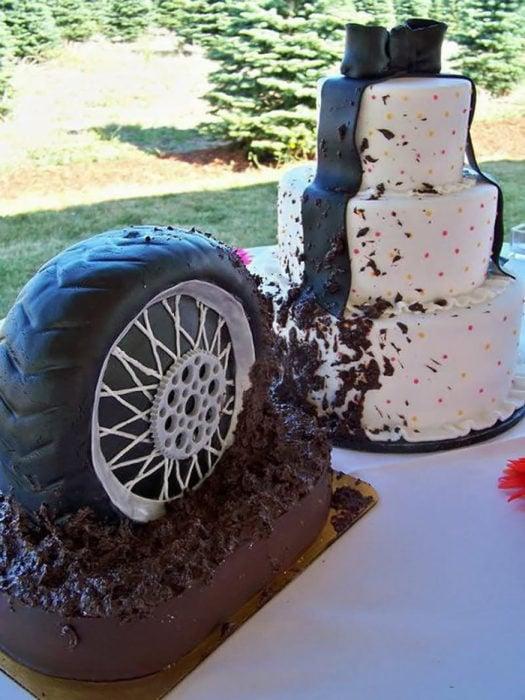 pastel con llanta