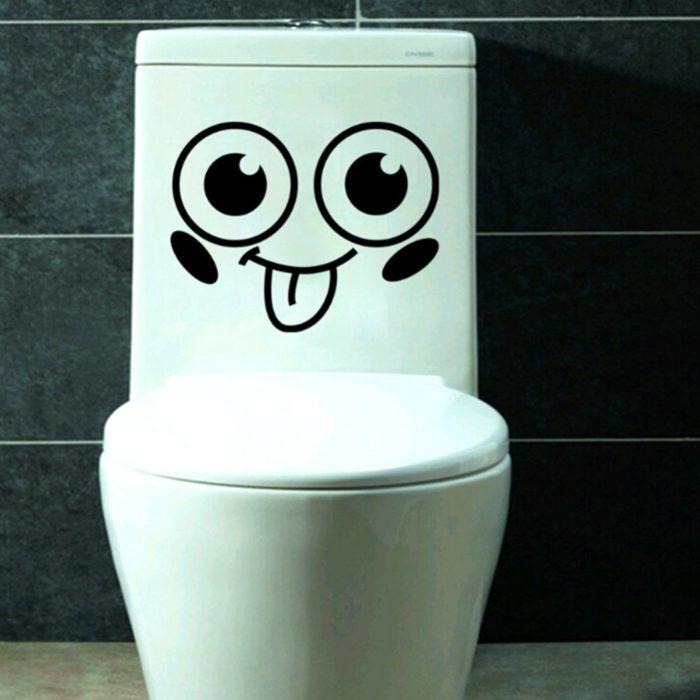 WC con dibujo de una cara feliz