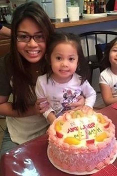 hermanas en una fiesta de cumpleaños