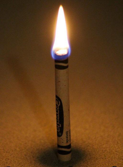 crayon que sirve como vela