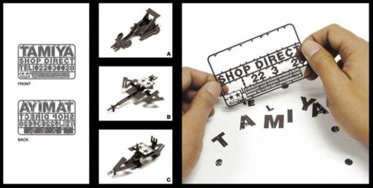 tarjeta de presentación con piezas de juguetes armables