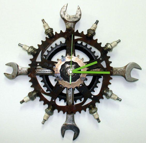 reloj de engranes y llaves