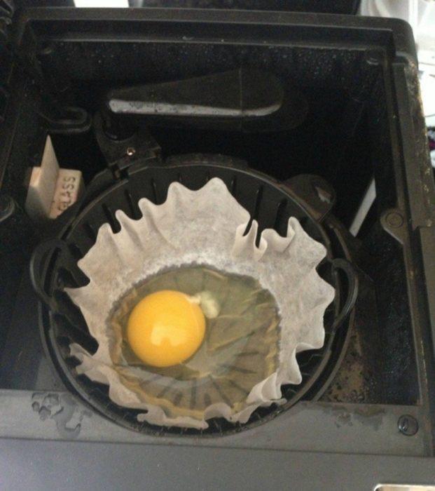 huevo frito con portavaso