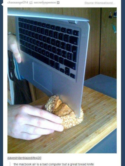 partir un pan con una laptop