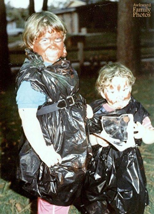niñas disfrazadas de bolsa de basura