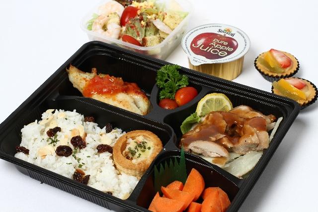 comida rápida servida por compartimentos