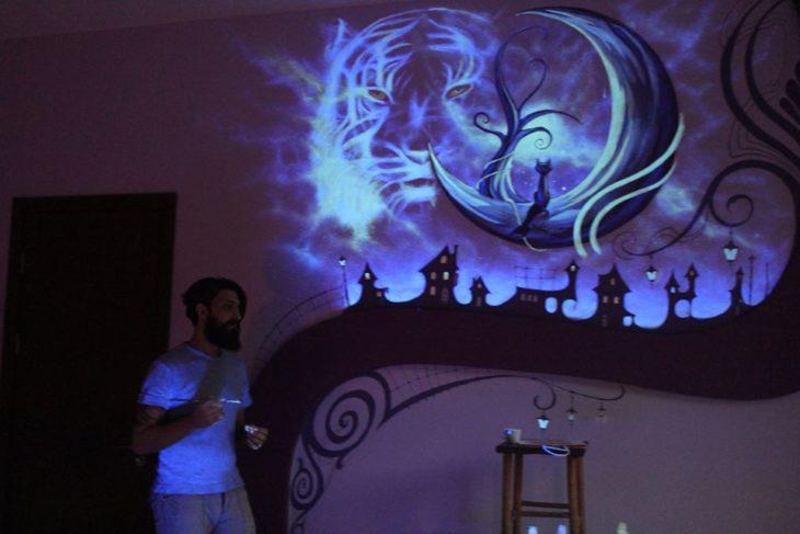 artista, mural fluorescente