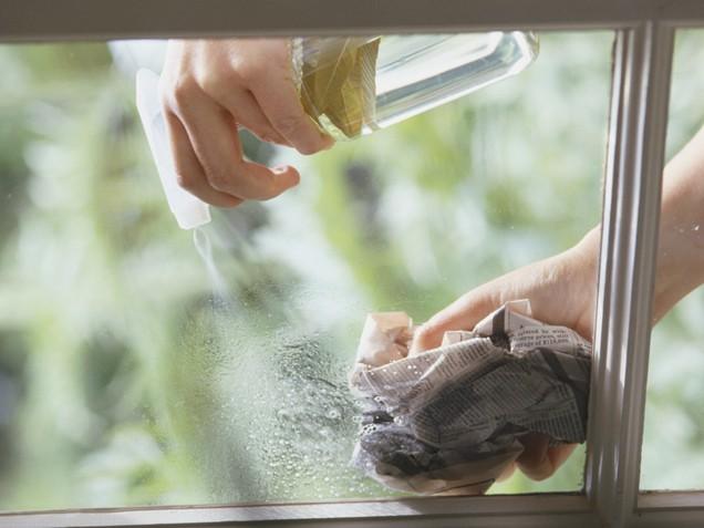 limpiando vidrios