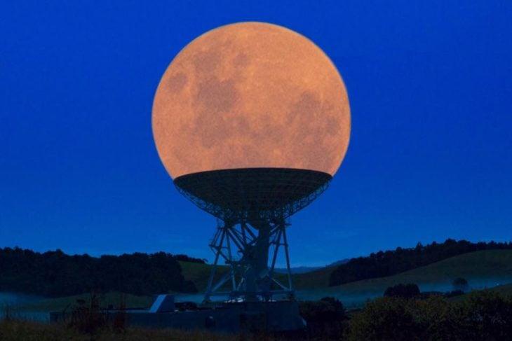 luna cabe en telescopio