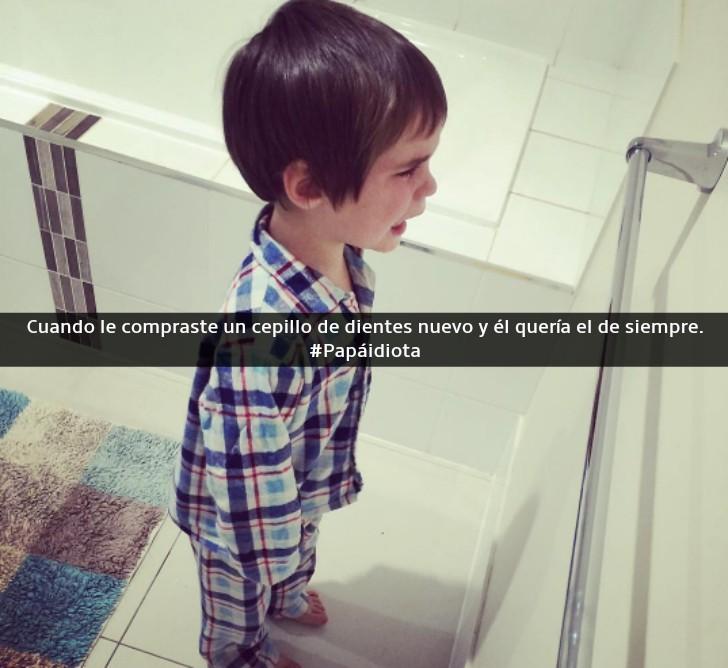 niño con pijama a cuadros llorando en el baño