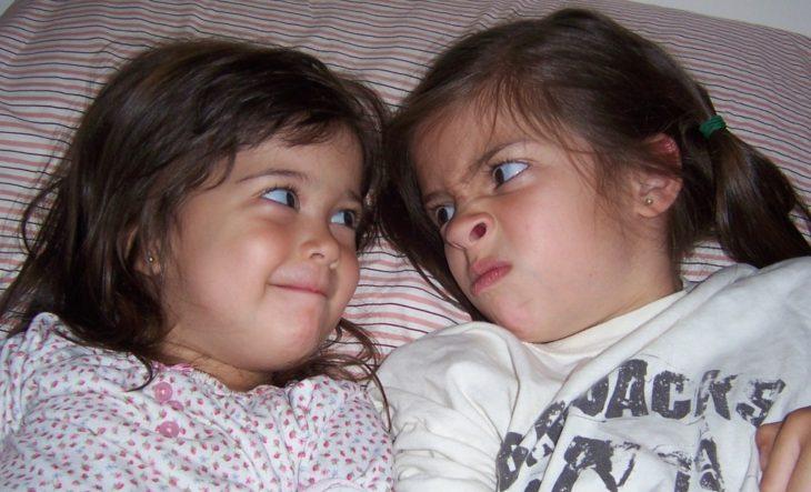dos hermanas pequeñas