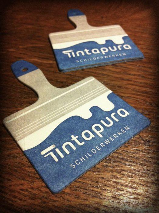 tarjeta de presentación en forma de brocha