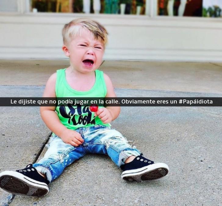 niño llorando en la calle